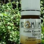 El aceite esencial de tomillo para tratar los dolores menstruales.